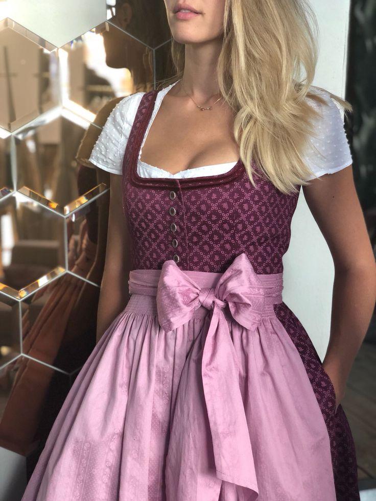"""Detailverliebt & schick ? Dirndl Rosi """"Majestic Magenta""""! Die Kombination aus Rot und Rosa wirkt besonders leicht und mädchenhaft! ??? In welcher Farbe gefällt euch unser Modell Rosi am besten? #cocovero #cocoverogirl #münchen #dirndl #dirndlliebe #rosarot"""