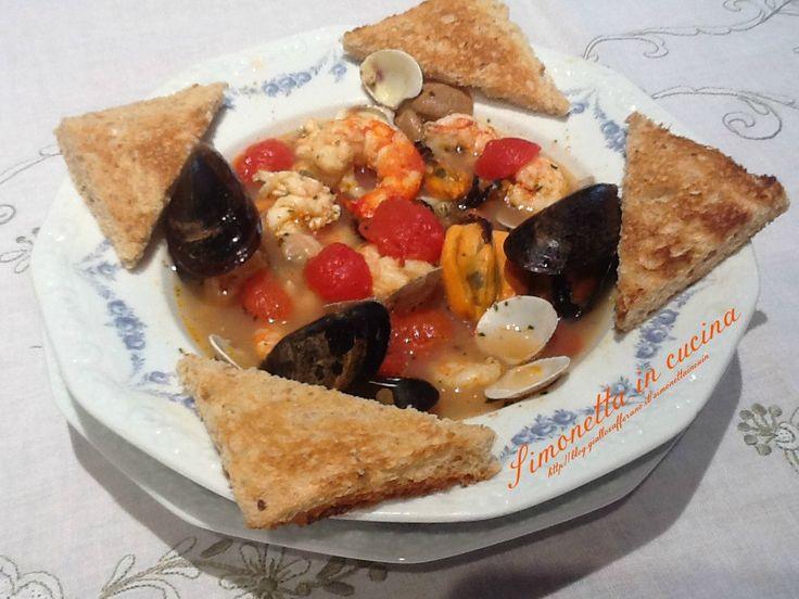 Oltre 25 fantastiche idee su zuppa di frutti di mare su for Gombo ricette