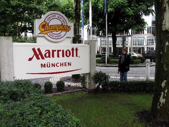 Schon seit 2007 vertraut das Management des Marriott in München auf den bewährten Musikmix von PROMOtainment, um die Gäste der hoteleigenen Champions Sportsbar beim Genuss der legendären Burger und Wraps standesgemäß zu unterhalten. #PROMOtainment #Hotel #Hintergrundmusik #HintergrundmusikfürHotel