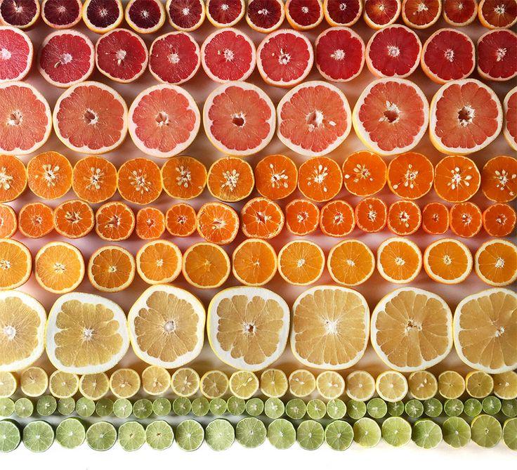 La photographe Brittany Wright crée ses compositions ultra graphique uniquement avec des aliments. Son imagination fait de cette nourriture un sujet parfait de photographie.  Toutes les photos ici : http://bit.ly/blog20150507am