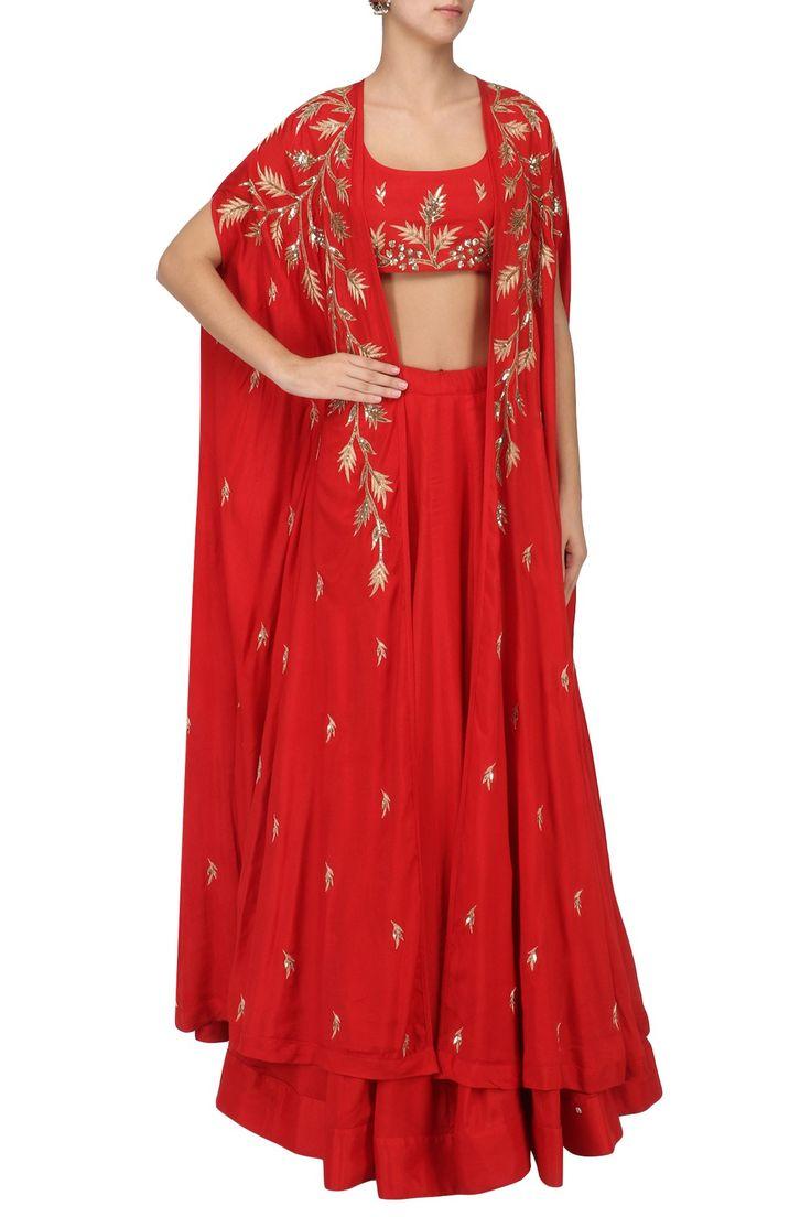 PRATHYUSHA GARIMELLA Set aus roter Lehenga und besticktem Umhang. Jetzt einkaufen! #prathyush …   – Ethnic