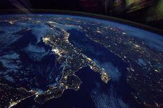 Installé sur la station spatiale internationale depuis plus d'un mois, l'astronaute français Thomas Pesquet continue d'envoyer du rêve depuis l'espace en publiant des photos sublimes de la Terre. Il y a qu...