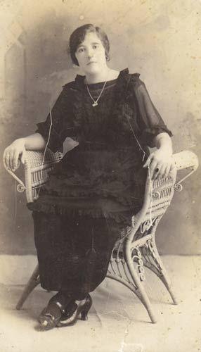 Amparo Polo Litón, hermana de mi abuela Encarnación, en Zalamea de la Serena (Badajoz), 1920.