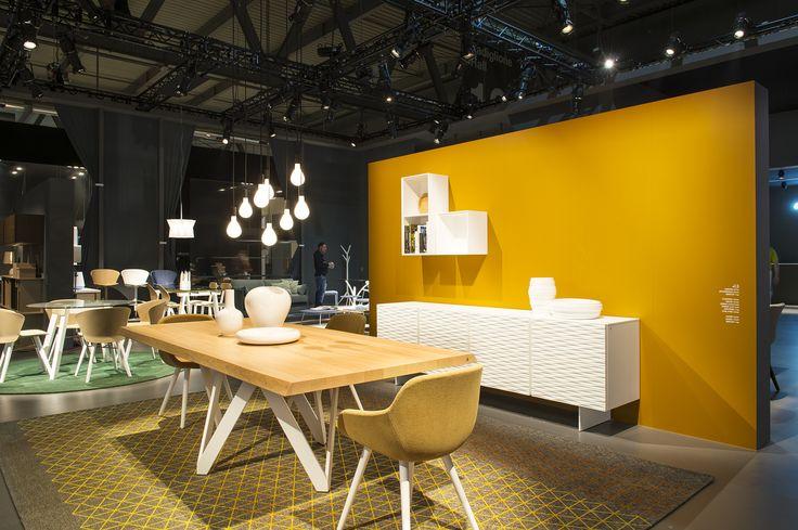 ECLISSE table \/ CLAIRE chairs \/ APOTEMA rug \/ INSIDE wall shelving - designer esstisch kaleidoskop effekte