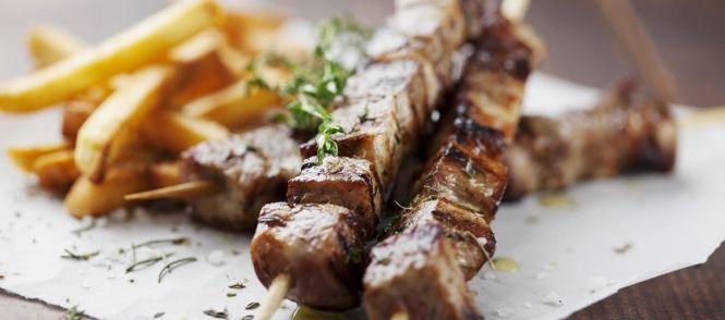 Grieks vlees op spiesjes, zoals gegeten op de boot naar Zakinthos .. erg snel als de voorbereiding gedaan is. (koud ook prima te eten trouwens)