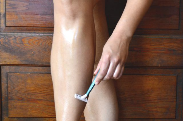 How to Shave Your Legs Using Baby Oil