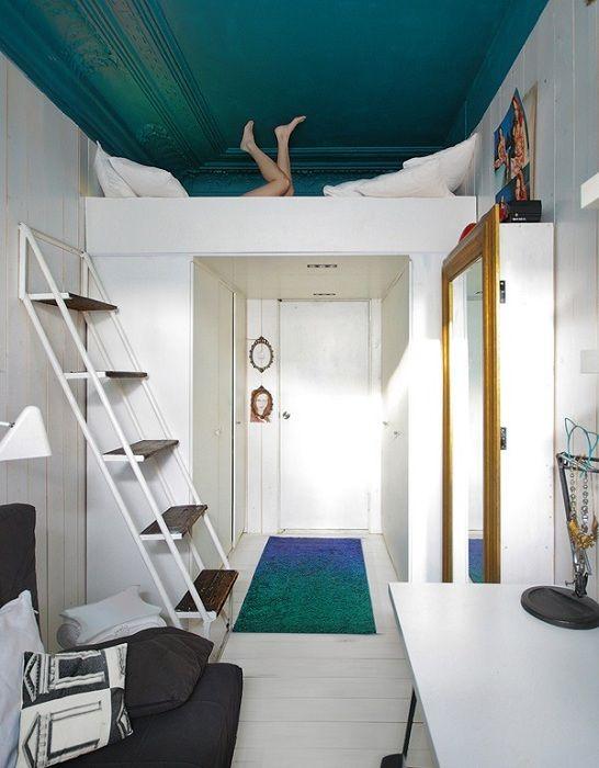Оформление и размещение кровати в скрытой комнатной зоне, что точно понравится.