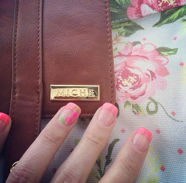 My new nails that match the beautiful LaNor shell!!!! Love my Miche bag ❤️ www.homepartyrep.com/leah_mitchell ORDER ANYWHERE IN CANADA
