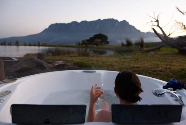 The best way to enjoy the sunset in Australia - our amazing time at Eagles Nest Retreat.