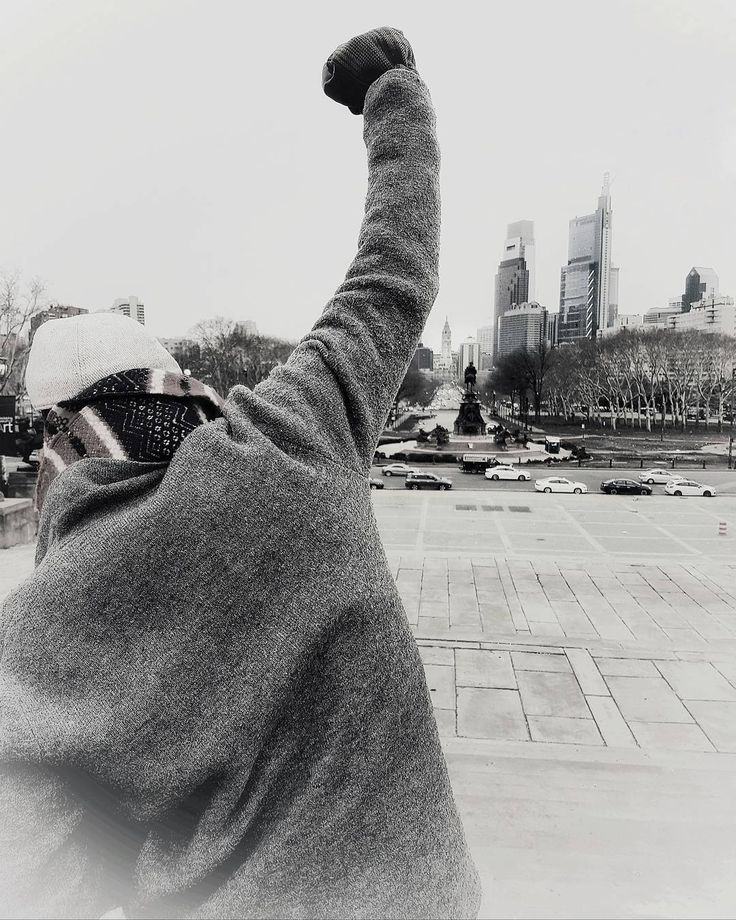 """Rocky steps USA    (#Philadelphia) """"Solo los que corren el riesgo de avanzar pueden saber a donde pueden llegar."""" #Rocky #RockyBalboa #SylvesterStallone #igers_philly #pennsylvania #philadelphiagram #philly #visitphilly #cityofbrotherlylove #instaphilly #sixers #flyeaglesfly #philadelphiaeagles #phillygram #whyilovephilly #pennstate #76ers #citas #frases #travelgram #traveler #traveling #respect #learn #worldtrip #cultures #igersusa #usa"""