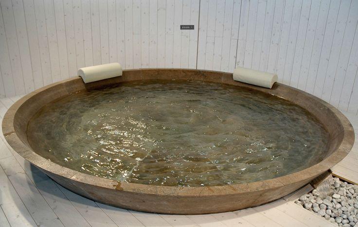 Bagno In Stile Moderno Con Vasca Doccia E Rivestimenti Da Parete : Più di fantastiche idee su bagno in pietra pinterest
