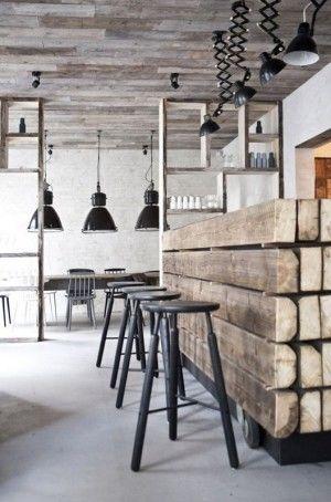 Houten vloeren zijn natuurproducten. Dat ziet u terug in het unieke karakter van iedere houten vloer. Bar, verlichting, industriële look.