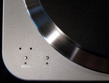 Close upof the 'Speed' and 'Play' controls on the Spiral groove turntable .