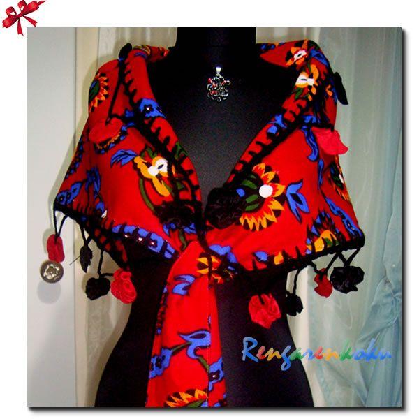 Bu sezonun gözdesi divitin pazen kumaşlardan değişik tasarımlar hazırlamaya devam ediyoruz.Kenarlari tig işi olarak süslendi.Güderi güllerle zenginleştirildi.Tamamen el işi .Gündüz ve gece içerİde ya da dışarda rahatlıkla ve dört mevsim kullanabilirsiniz.İster gece elbislerinizle her zaman,ister kot pantalon kazak ve anoraklarınızla kar soğuklarında kış aylarında ..Sağlıklı kumaşları özel tasarımları sevenlere otantik bir hediye. Sadece sipariş üzerine üretilir .