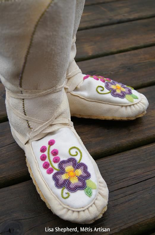 Nadia's Pansies, mocs by Lisa Shepherd (Métis)