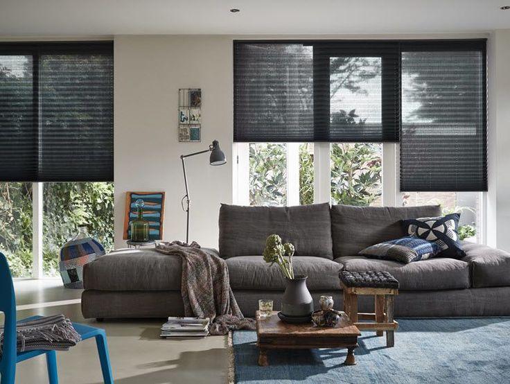 Als u gaat verbouwen, gaat verhuizen naar een bestaande woning of een huis laat bouwen, krijgt u de mogelijkheid om muren, vloeren en raambekleding in één keer aan te pakken en op elkaar af te stemmen. Handig! Immers, als u niet weet wat voor vloer u wilt, is het ook lastig om het behang of de raambekleding te bepalen. Gaat u voor een rustige basis met een lichte laminaatvloer en effen raambekleding, dan kan een uitgesproken behang karakter geven aan het interieur. Liever een uitgesproken…