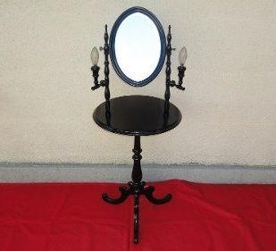 Antiguo toilete ingles con espejo y luces