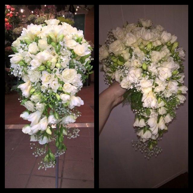 """23 likerklikk, 2 kommentarer – Botanica Blomster (@botanicablomster) på Instagram: """"Den klassiske hvite buketten. Grein roser, fresia og brudeslør. The classic white bridal bouquet.…"""""""