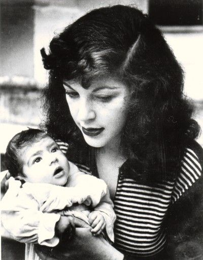 Freud's first wife Kitty Garman and their daughter Annie. They were married from 1948 - 1952.
