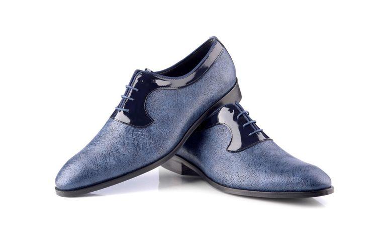 Zapatos de novio en color azul. Descubre dónde puedes comprarlos en http://www.enzoromano.com/donde-estamos/