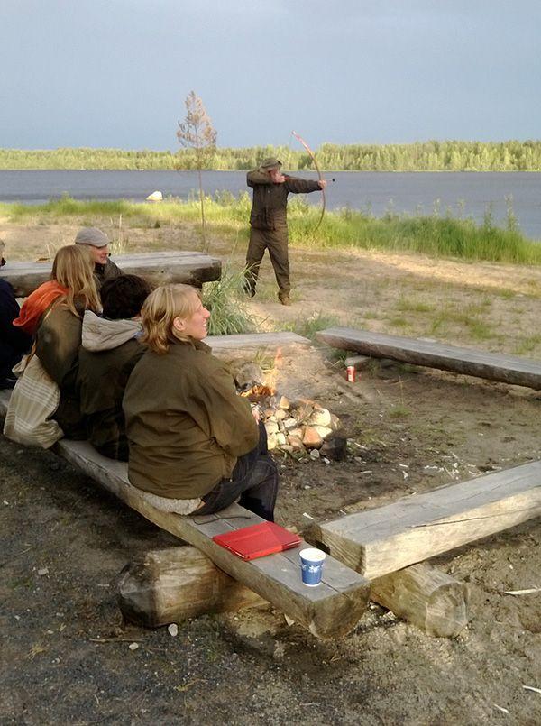 Kivikauden kylässä pääsi kokeilemaan jousiammuntaa.  Oulu (Finland)