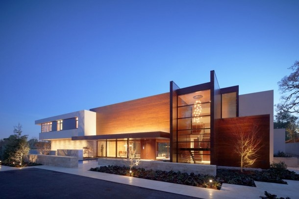 Home in Atherton by Swatt Miers with huge walls of glass