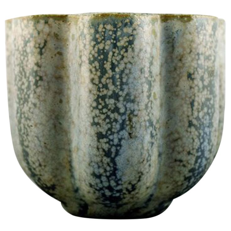 Arne Bang Pottery Vase, Stamped AB 131 | Beautiful glaze of blue and gray shades. 7.5 x 8.5 cm.