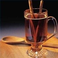 Cómo hacer un ponche caliente para tratar un resfriado, gripe, dolor de garganta o la tos