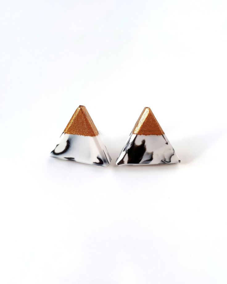 These white triangle stud earrings with marble effect are perfect everyday earrings. They are simple and lightweight, that you won't feel them. These earrings will be a great gift for your friend, sister, girlfriend or yourself.