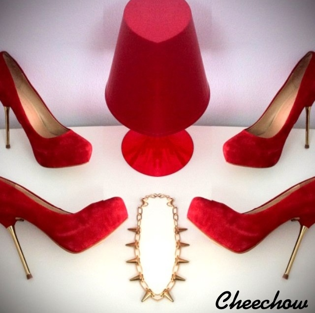 High heels,spike necklace