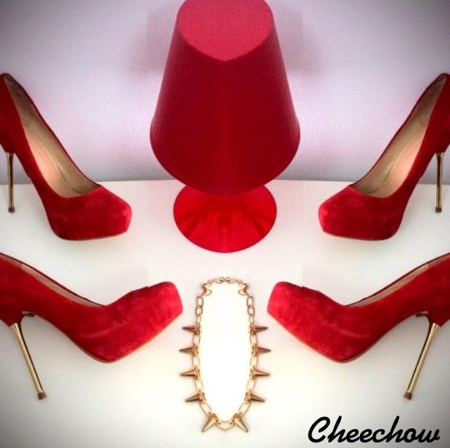 High heels,spike necklace