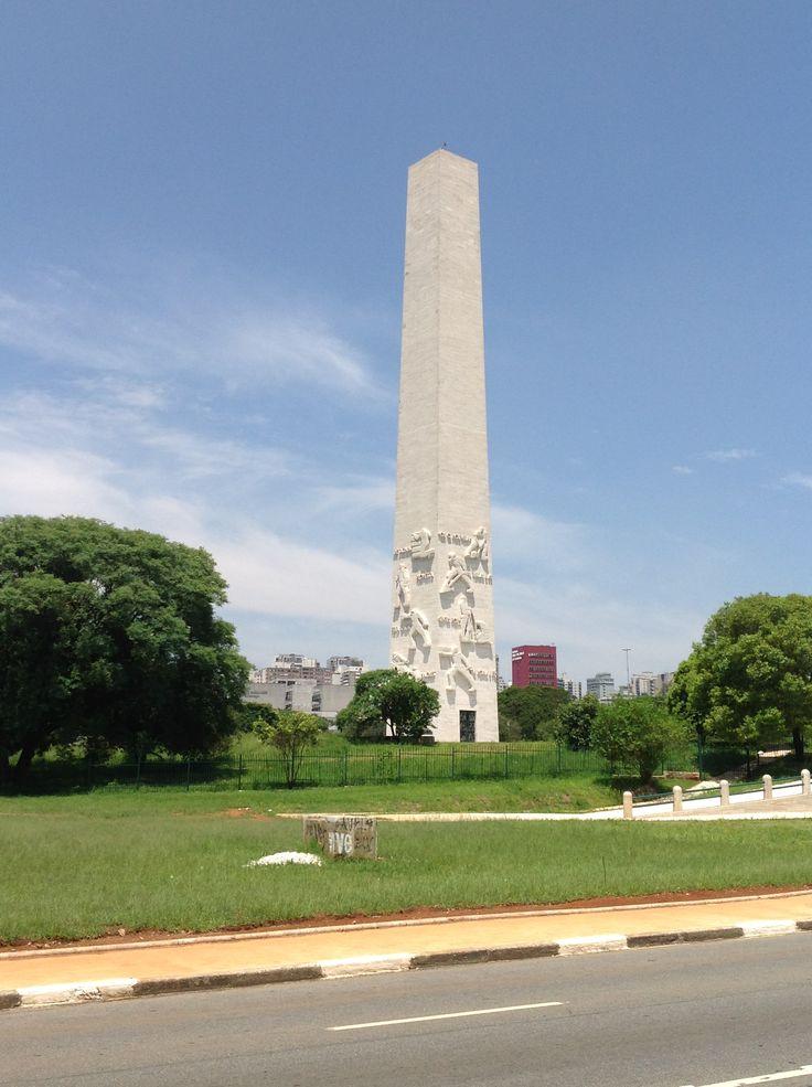Maior monumento da cidade de São Paulo com 72 metros de altura, o Obelisco do Ibirapuera é um monumento funerário brasileiro que fica nos arredores do Parque do Ibirapuera. Símbolo da Revolução Constitucionalista de 1932, presta uma homenagem aos estudantes e 713 soldados mortos durante a Revolta Paulista contra o governo de Getúlio Vargas. A construção do monumento foi iniciada em 1947 e sua inauguração ocorreu em 9 de julho de 1955, um ano após a inauguração do Parque do Ibirapuera.