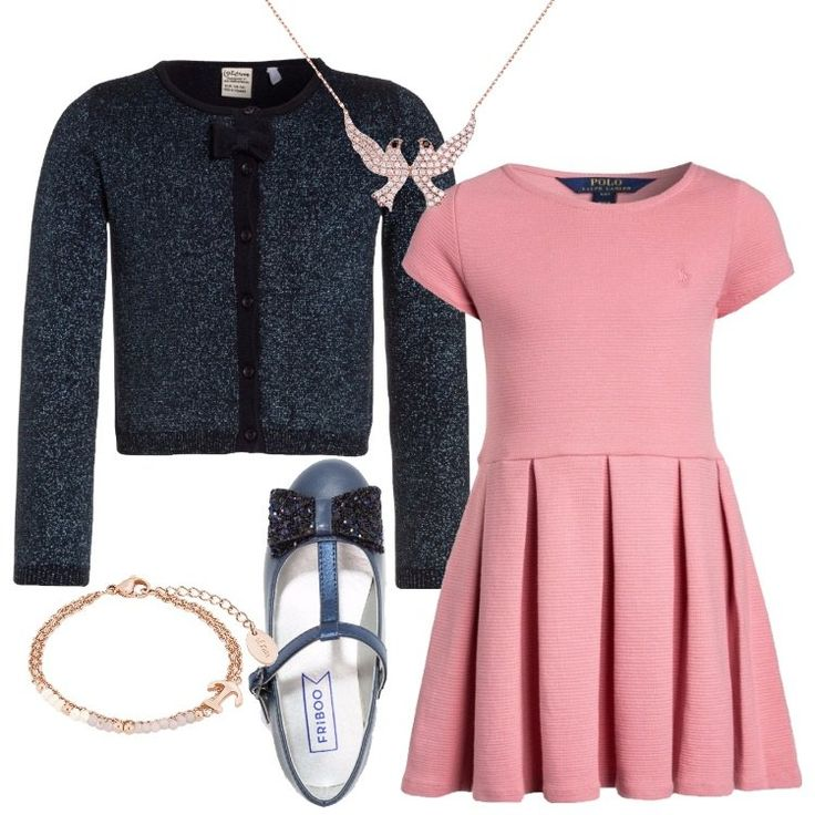 Un outfit elegante, composto da vestito rosa Polo Ralph Lauren, scollo tondo, manica corta, gonna a pieghe, lunghezza al ginocchio, abbinato a cardigan blu scuro mélange, effetto lurex, bottoni, fiocchetto allo scollo tondo. Ballerina blu con cinturino, fiocchetto decorativo, collana e braccialetto completano l'outfit, consiglio nelle giornate più fredde di abbinare un soprabito o un trench in tinta con il look.