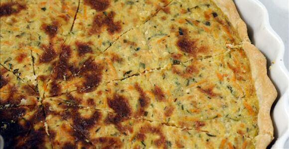 Hartige worteltaart recept met een vulling van wortelen, courgette, room, ei, mosterd en kruiden