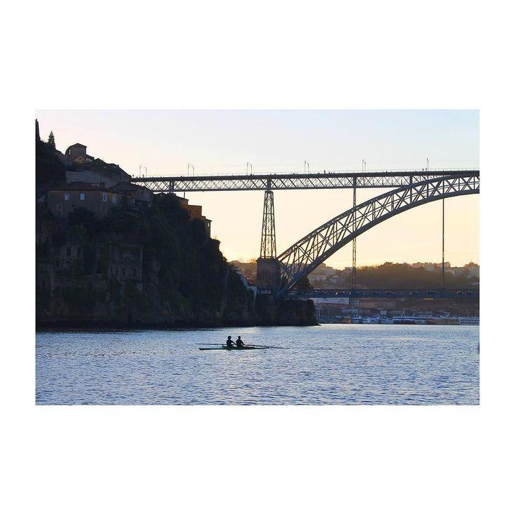 """""""Creu-me mai t'has confós tant entre el que és màgic i el que és real."""" #backlight #sunset #river #douro #bridge #ponte #nature #naturelovers #nature_perfection #photo #photography #tbt #porto #oporto #portugal #ig_portugal #igers #vsco #vscocam #inspiring by clarared06"""