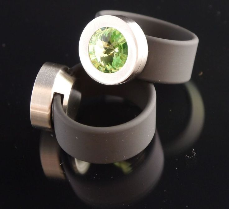 Silikon - Ring + Edelstahlkopf silber + SWAROVSKI ELEMENTS Fb. Peridot-$29.95-(ring-rings )