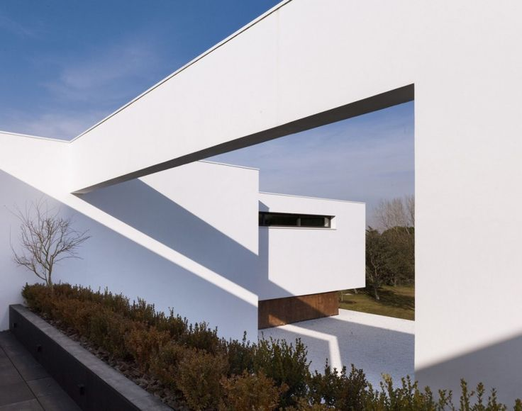 Architecture, Fascinating Modern Architecture Of La Moraleja Houses Y Dahl  And GHG Architects Featuring White