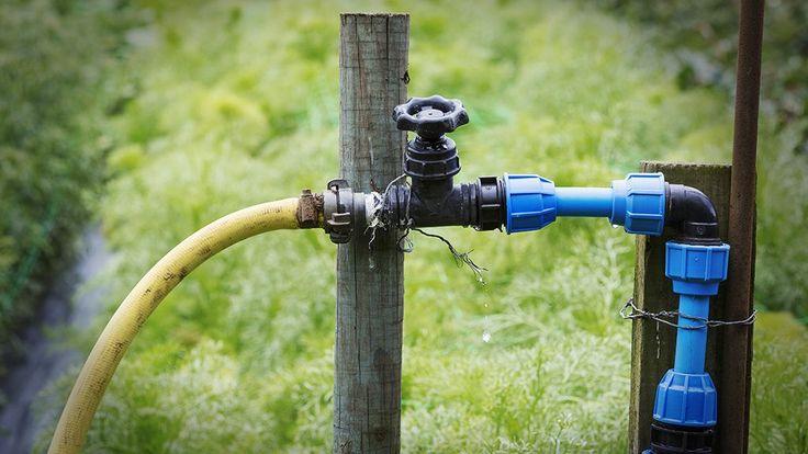 A kormányzat nem tervez új adót a fúrt kutakra, szerintük egyszerűsödik az engedélyezés, de azért 3000 forintot csak ki kell fizetni. Az illegális vízkivétel az egész ország vízháztartását veszélyezteti.