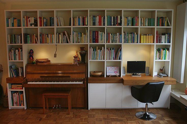 Wandmeubel: boekenkast, werkplek / bureau en piano in één, materiaal: gemelamineerde plaat met teak edelfineer
