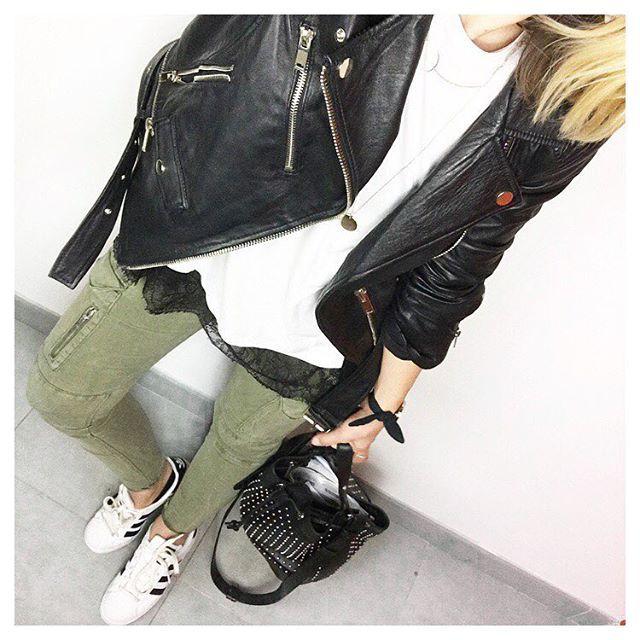 Le look d'hier, j'ai acheté un pantalon cargo kaki chez Zara, je ne sais pas vous mais je portais ça au lycée, j'adorais