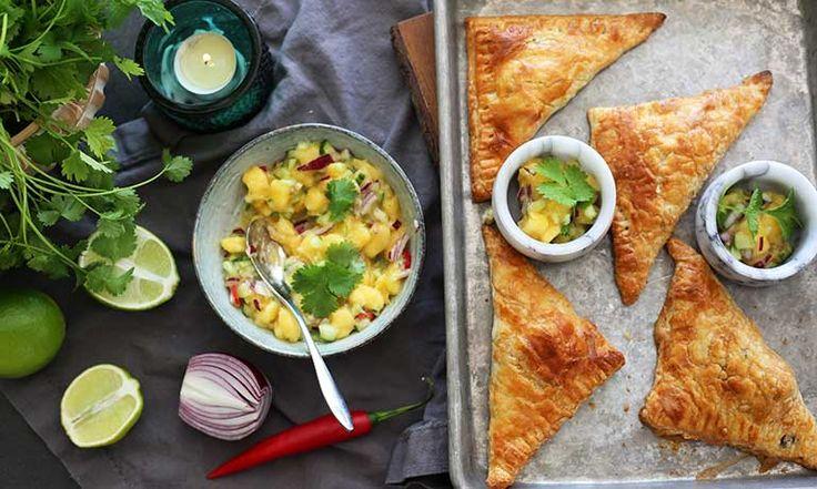 Vinterns godaste recept: Frasiga smördegspiroger med het Quorn Färs-fyllning och mangosalsa
