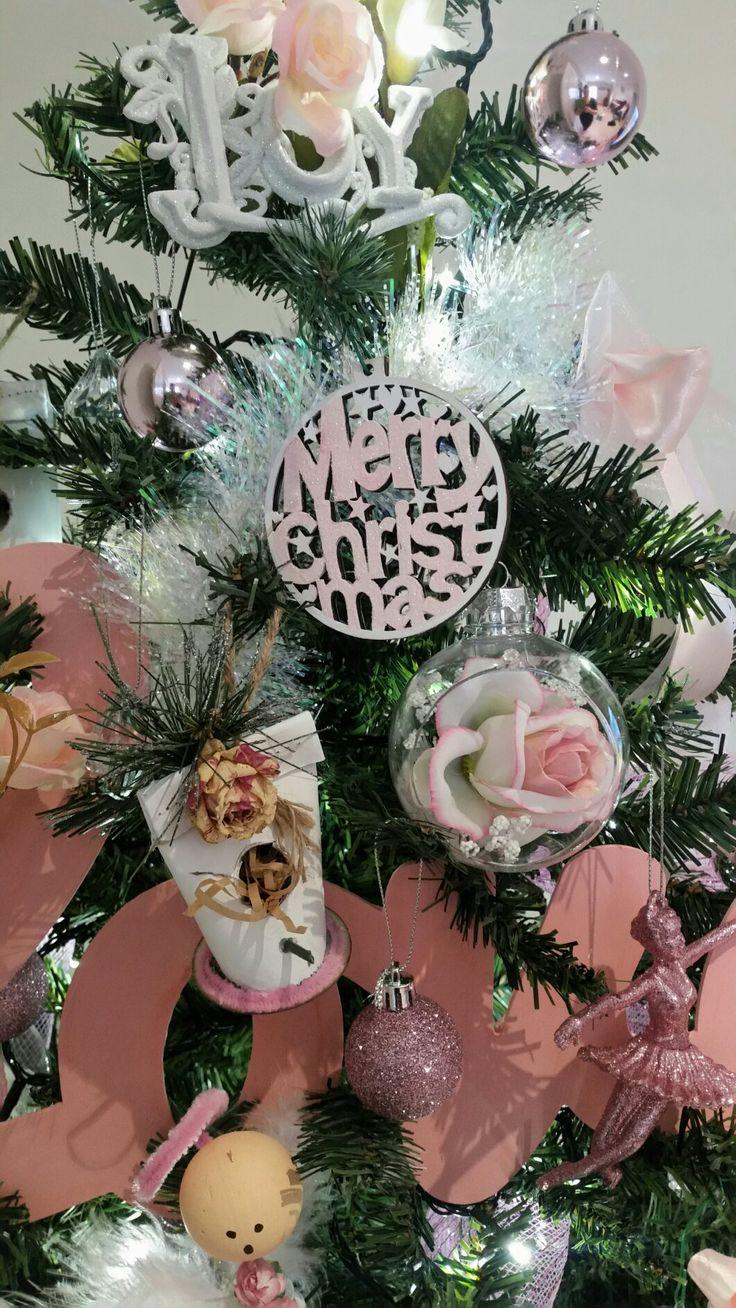 DIY shabby chic christmas ornaments.