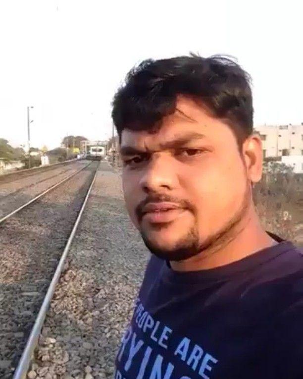 قروي هندي ينجو من الموت المحقق بعد اخذه سيلفي مع قطار Instagram Video Instagram
