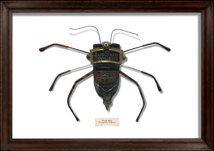 Эти восхитительные жуки созданы художником Марком Оливером. Каждая уникальная букашка построена из повседневных, потертых частей и кусочков, которые были выброшены в мусор. Используя все виды отходов от старых обложек книг до фрагментов сломанных темных очков, британский художник сотворил много отличительных работ, которые преобразовывают обычный хлам в игривых и красивых насекомых.