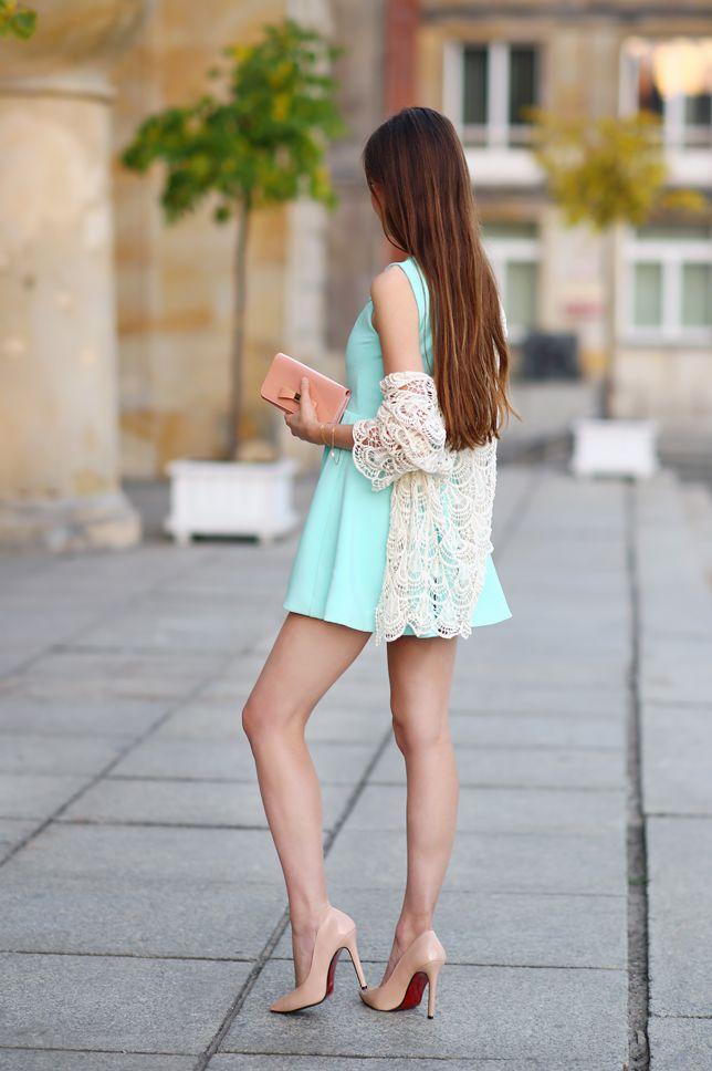 Kobiecy elegancki styl: z czym nosić krótkie sukienki, spódniczki, lakierowane szpilki, czarne rajstopy. Kobiece seksowne stylizacje, inspiracje, długie naturalne włosy, zakupy przez internet zagranicą. Naturalna dziewczyna, naturalna uroda, zdrowy styl życia, siłownia.