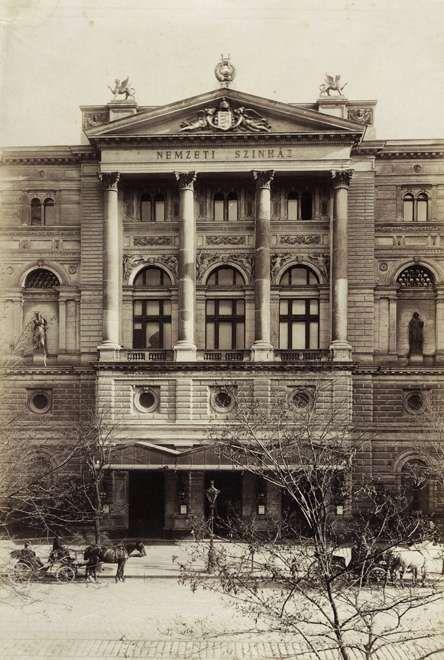 Rákóczi (Kerepesi) út 3., Nemzeti Színház. A felvétel 1890 után készült. A kép forrását kérjük így adja meg: Fortepan / Budapest Főváros Levéltára. Levéltári jelzet: HU.BFL.XV.19.d.1.07.009