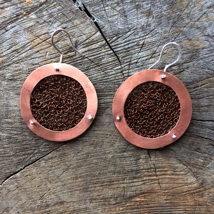 Copper earrings - crocheted metal :: Caro Fischer :: Joyería Contempránea de Autor :: Contemporary Handcrafted Jewelry