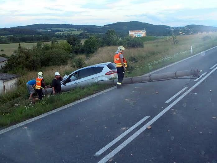 Nehoda se zraněním u Třemošné plzen.cz Na silnici 1805 u Třemošné došlo ke střetu dvou osobních vozů. Na místě zasahuje záchranná služba.