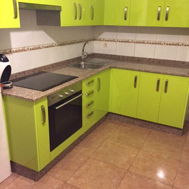 moderna y con mxima capacidad esta cocina aprovecha al lmite el espacio disponible muebles
