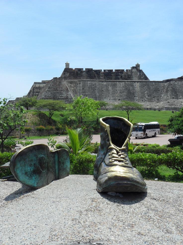 Monumento a los Zapatos viejos.
